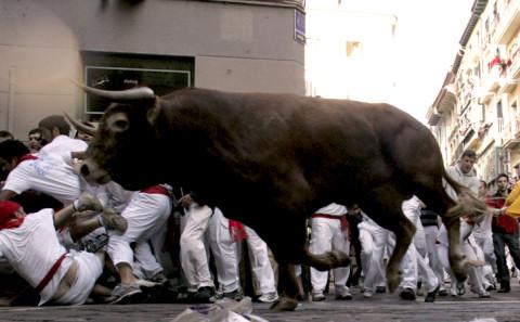 19 - Partecipare alla corsa con i tori di Pamplona